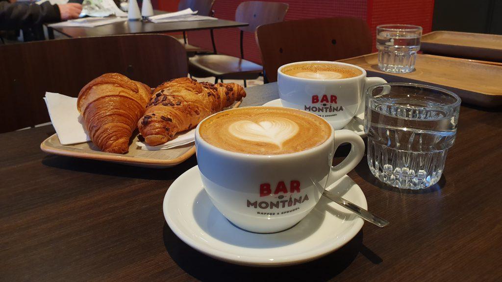 Cappuccino und Croissants bei Bar Montina