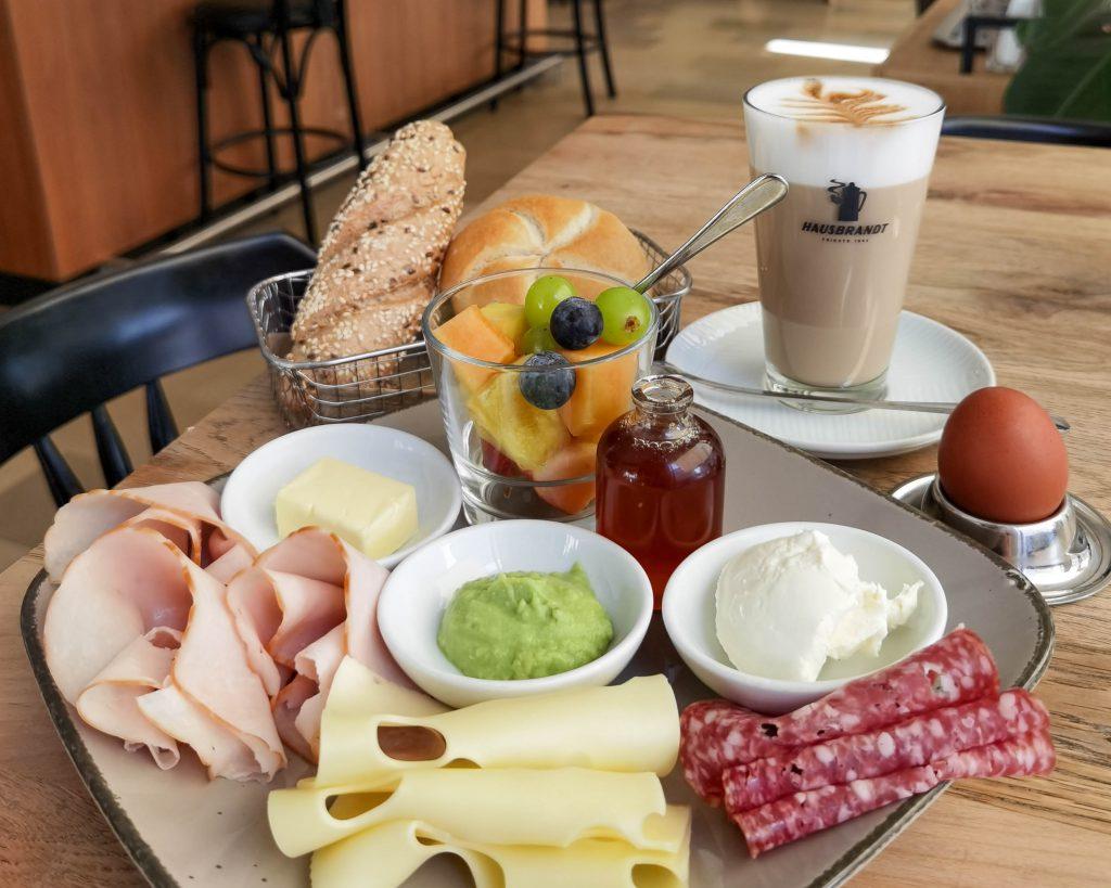 Café Nuss Frühstück