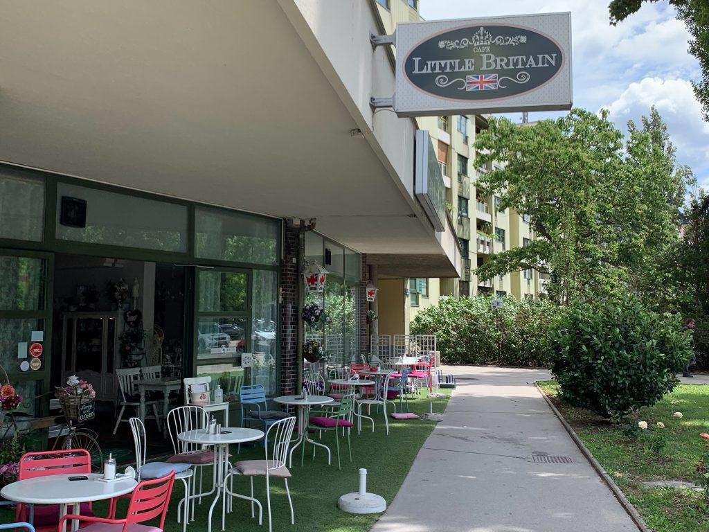 Außenansicht des Cafe Little Britain