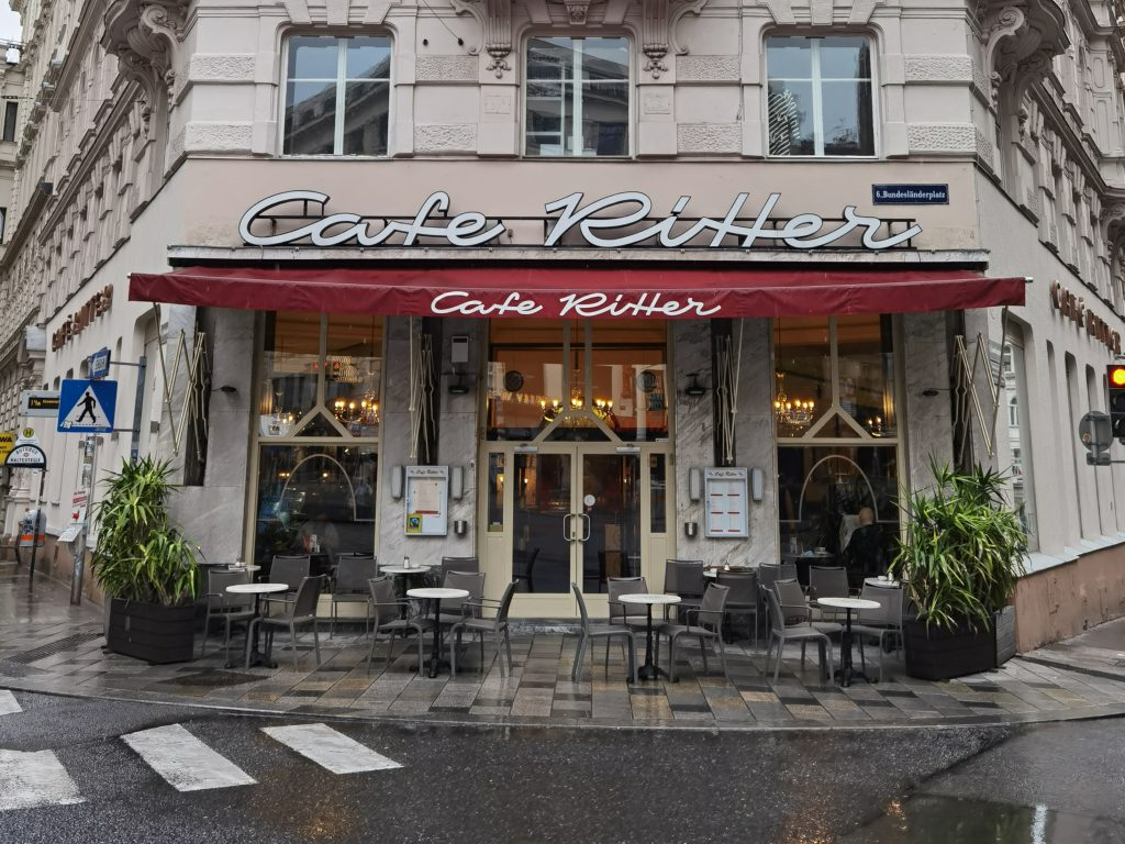 Das Cafe Ritter von außen
