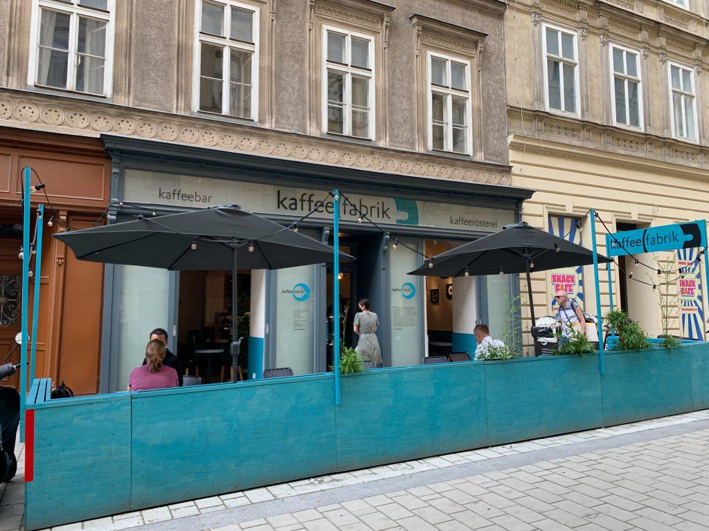 Kaffeefabrik 1060 aussen Terrasse Schanigarten
